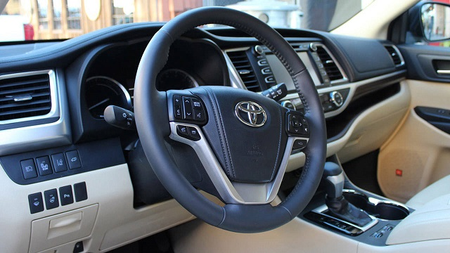 2015-Toyota-Fortuner- Dashboard