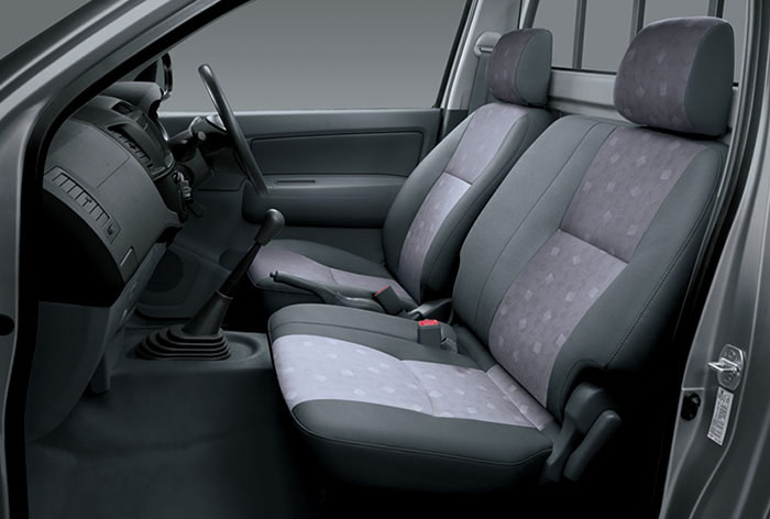 Toyota-Hilux-4x2--Seats